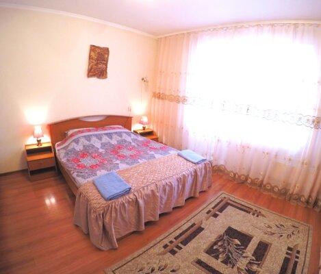 1-комн. квартира, 43 кв.м. на 4 человека, улица Батурина, 5А, Красноярск - Фотография 1