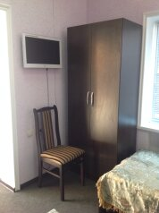 Однокомнатный двухместный номер с двумя раздельными кроватями:  Номер, Стандарт, 2-местный, 1-комнатный, Гостиница, Георгиевская улица на 13 номеров - Фотография 2