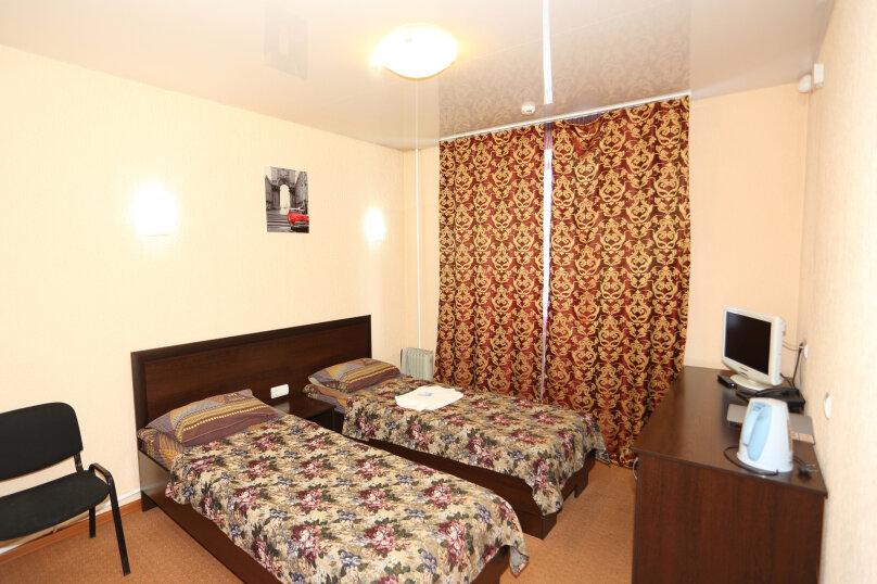 Кровать в двухместном номере, 7-я Полярная улица, 6, Красноярск - Фотография 1