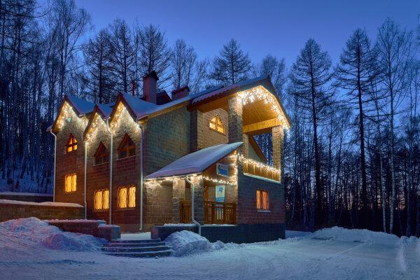 Гостевой дом, 270 кв.м. на 15 человек, 8 спален, в лесу, 1, Абзаково - Фотография 1