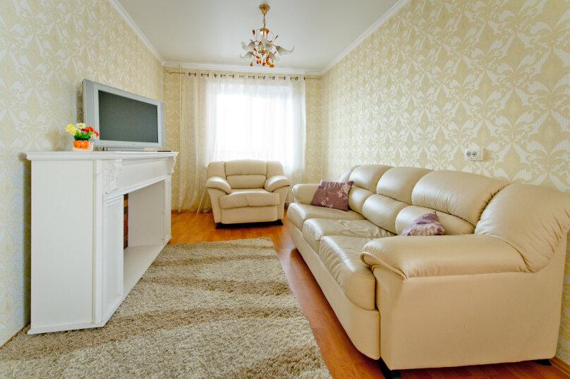 2-комн. квартира, 60 кв.м. на 4 человека, проспект Ленина, 38/179, Челябинск - Фотография 1