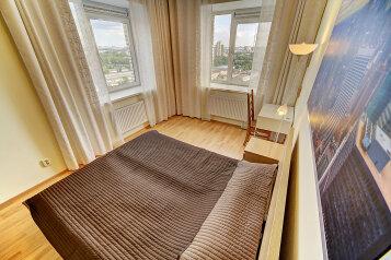 2-комн. квартира, 60 кв.м. на 6 человек, Коломяжский проспект, 15к1, метро Пионерская, Санкт-Петербург - Фотография 1