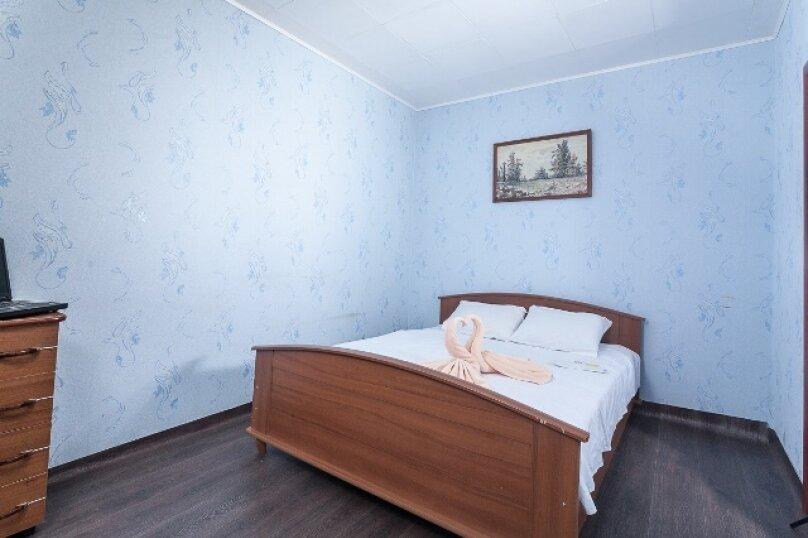 2-комн. квартира, 50 кв.м. на 2 человека, улица 78 Добровольческой Бригады, 4, Красноярск - Фотография 1