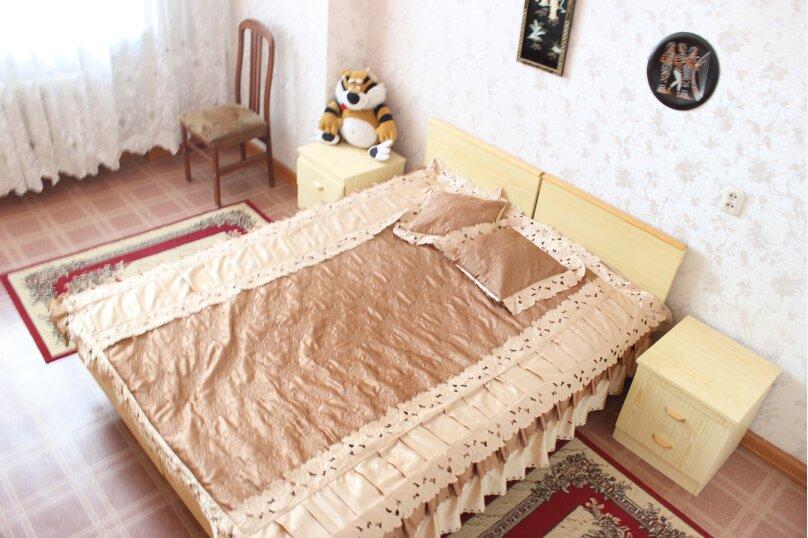 2-комн. квартира, 60 кв.м. на 4 человека, улица Мира, 13, метро Комсомольская, Волгоград - Фотография 2