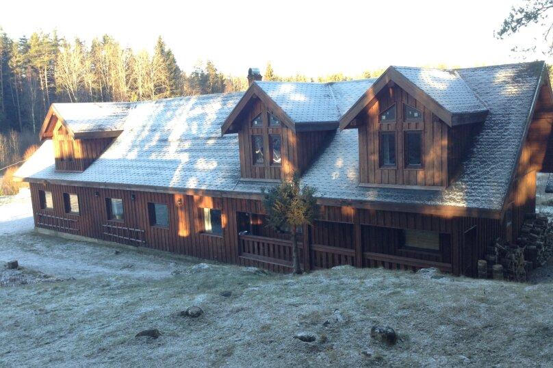 Дом для 20-30 человек, 600 кв.м. на 30 человек, 10 спален, поселок Черничное, ул. Тригорская, 3, Выборг - Фотография 1