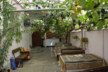 Частный дом, улица Кати Соловьяновой на 8 номеров - Фотография 2