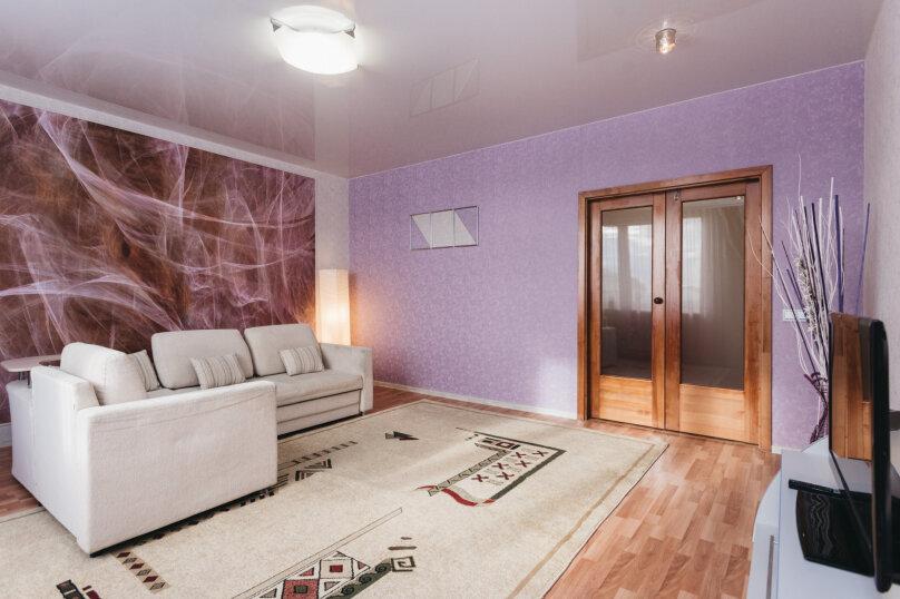 2-комн. квартира, 79 кв.м. на 5 человек, улица Малышева, 4Б, Екатеринбург - Фотография 2