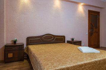 2-комн. квартира, 70 кв.м. на 5 человек, улица Масгута Латыпова, 58, Казань - Фотография 2