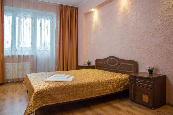 2-комн. квартира, 70 кв.м. на 5 человек, улица Масгута Латыпова, 58, Казань - Фотография 1