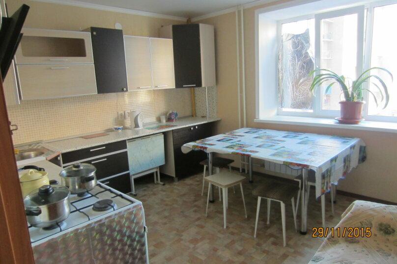 2-комн. квартира на 4 человека, улица С.П. Лисина, 7, Саратов - Фотография 3
