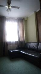2-комн. квартира, 55 кв.м. на 6 человек, улица Ильича, 41, Чехов - Фотография 1
