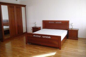 Дом, 300 кв.м. на 10 человек, 4 спальни, улица Белых Акаций, 1Б, Адлер - Фотография 1