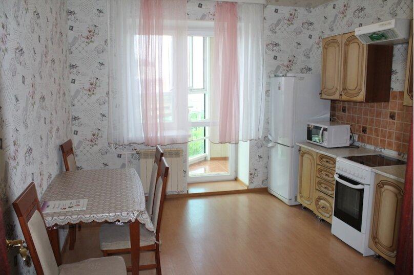 2-комн. квартира, 75 кв.м. на 6 человек, улица Малыгина, 4, Тюмень - Фотография 2
