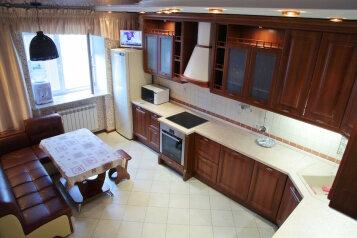 2-комн. квартира, 80 кв.м. на 4 человека, улица Валерии Гнаровской, 10к4, Тюмень - Фотография 2