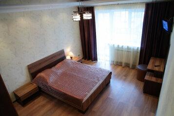 2-комн. квартира, 80 кв.м. на 4 человека, улица Валерии Гнаровской, 10к4, Тюмень - Фотография 1