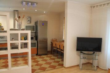2-комн. квартира, 65 кв.м. на 4 человека, улица Немцова, 4, Тюмень - Фотография 3