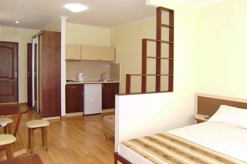 Однокомнатный трехместный с балконом, улица Гагарина, 46, район горы Фирейная , Судак - Фотография 1