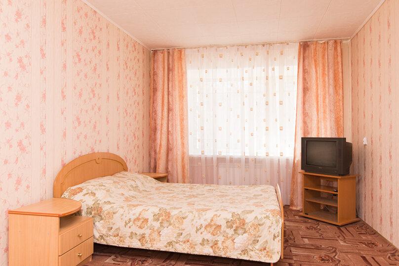1-комн. квартира, 33 кв.м. на 4 человека, улица Малышева, 104, Екатеринбург - Фотография 1