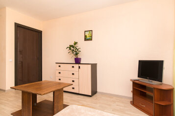 1-комн. квартира, 36 кв.м. на 4 человека, улица Смазчиков, 3, Екатеринбург - Фотография 2