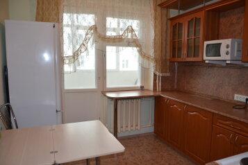 2-комн. квартира, 56 кв.м. на 7 человек, улица Нефтяников, 41, Нижневартовск - Фотография 2