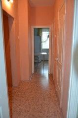 2-комн. квартира, 56 кв.м. на 7 человек, улица Нефтяников, 41, Нижневартовск - Фотография 4