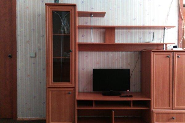 2-комн. квартира, 46 кв.м. на 4 человека, улица Дзержинского, 7, Кемерово - Фотография 1