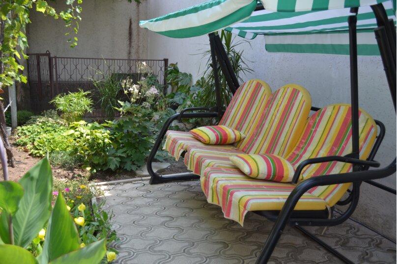 Дом с двором и местом для автомобиля , 65 кв.м. на 4 человека, 2 спальни, Больничная улица, 40, Евпатория - Фотография 1