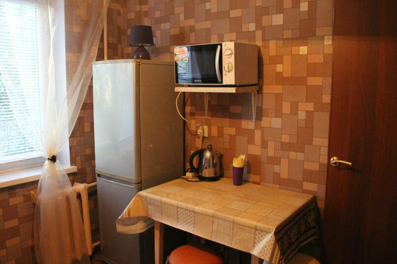 1-комн. квартира, 31 кв.м. на 4 человека, улица Энтузиастов, 23, Омск - Фотография 9