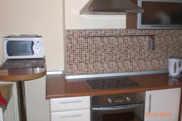 2-комн. квартира, 48 кв.м. на 6 человек, улица Звездова, 107, Омск - Фотография 1