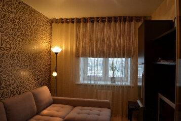2-комн. квартира, 50 кв.м. на 6 человек, улица Маршала Жукова, 65, Омск - Фотография 1