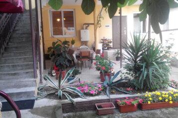 """Гостевой дом """"На Ключевом 16"""", Ключевой переулок, 16 на 6 комнат - Фотография 1"""