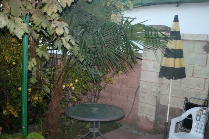 Дом конд.2+2кухня10мин до моря с тихим уютным  зеленым двором. Сдается по СУТОЧНО, 40 кв.м. на 4 человека, 1 спальня, Таврическая улица, 36, Алушта - Фотография 33