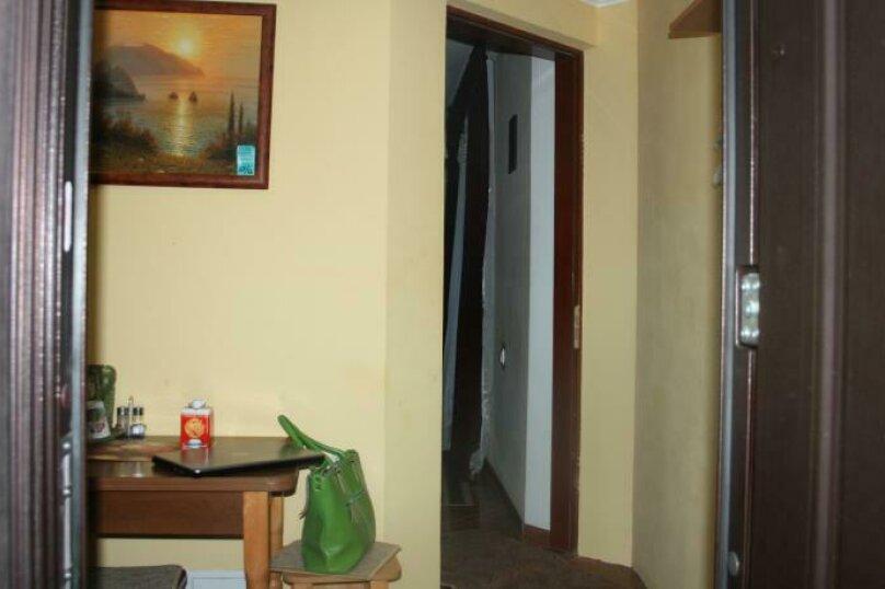 Дом конд.2+2кухня10мин до моря с тихим уютным  зеленым двором. Сдается по СУТОЧНО, 40 кв.м. на 4 человека, 1 спальня, Таврическая улица, 36, Алушта - Фотография 34