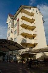 Мини-отель, улица Калинина, 4 на 20 номеров - Фотография 1