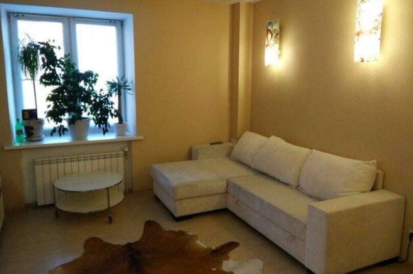 1-комн. квартира, 38 кв.м. на 4 человека, улица Котовского, 52, Тюмень - Фотография 1