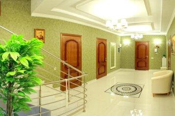 Элитный дом с бассейном и сауной, центр Севастополя, 300 кв.м. на 8 человек, 5 спален, Артиллеристов, 97, Севастополь - Фотография 2