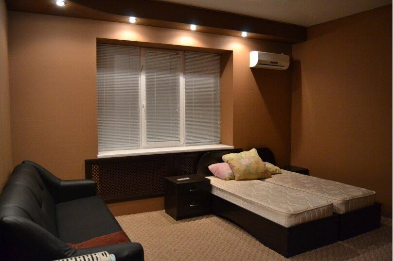 Четырехместный люкс с индивидуальными удобствами улучшенный, улица Лесная Биржа, 14, Таганрог - Фотография 1