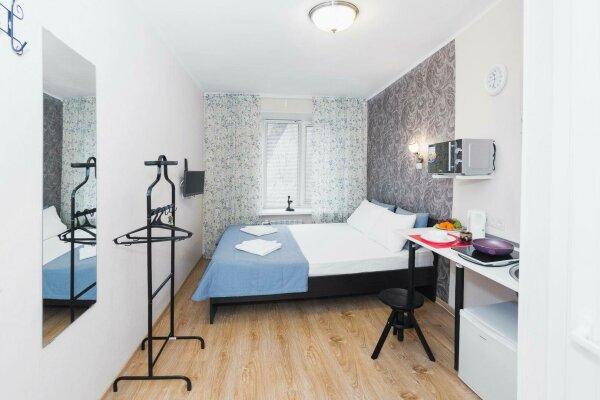 Мини отель, улица Гагарина, 37 на 3 номера - Фотография 1