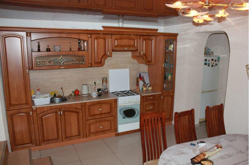Дом, 180 кв.м. на 8 человек, 4 спальни, улица Адыгаа, 69, Гагра - Фотография 1