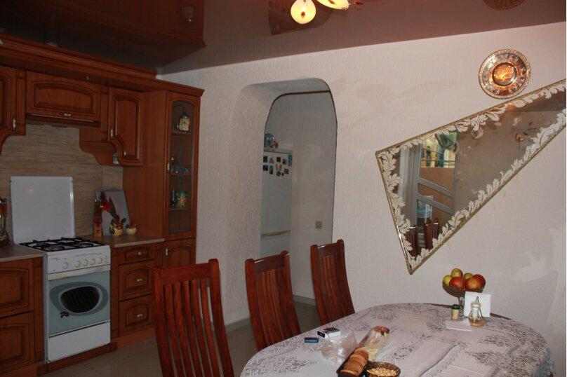 Дом, 180 кв.м. на 8 человек, 4 спальни, улица Адыгаа, 69, Гагра - Фотография 2