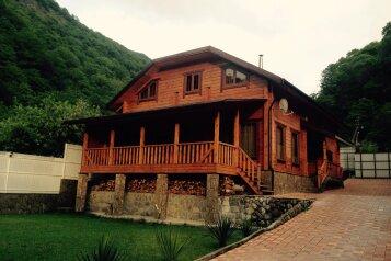 Деревянный коттедж в горах рядом с морем в пос. Лазаревское Сочи, 240 кв.м. на 16 человек, 8 спален, Алексеевская улица, Лазаревское - Фотография 1