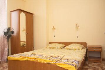 Дом гостиничного типа, улица Циолковского, 25 на 8 номеров - Фотография 1