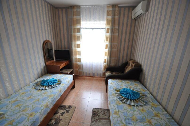 Двухместный номер с двумя отдельными кроватями и дополнительной кроватью, Благовещенский переулок, 11, Витязево - Фотография 1