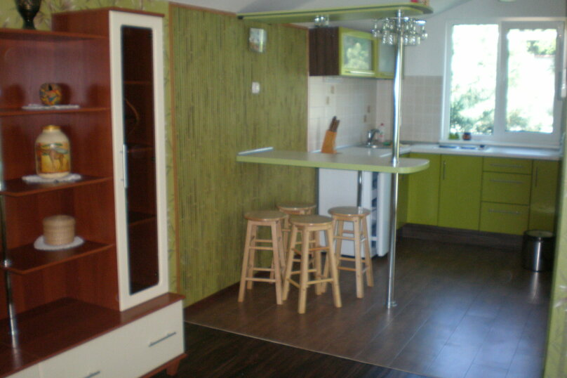 Комфортабельный видовой номер, 50 кв.м. на 4 человека, 1 спальня, шоссе свободы, 15 б, Алупка - Фотография 1