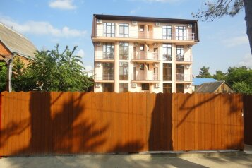 Гостевой дом, улица Тельмана на 10 номеров - Фотография 1