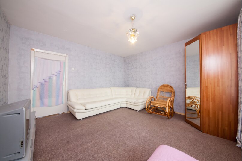 2-комн. квартира, 54 кв.м. на 4 человека, улица Алексеева, 99, Красноярск - Фотография 2