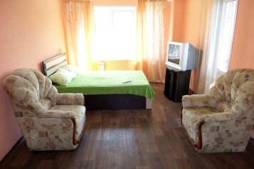 1-комн. квартира, 33 кв.м. на 4 человека, улица Карла Маркса, Красноярск - Фотография 1
