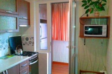 2-комн. квартира, 60 кв.м. на 4 человека, Таврическая, 3, Алушта - Фотография 1