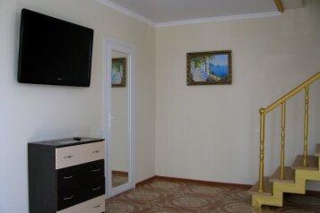 Коттедж , 80 кв.м. на 6 человек, 2 спальни,    с.Веселое ул.Мичурина, 26, Судак - Фотография 2