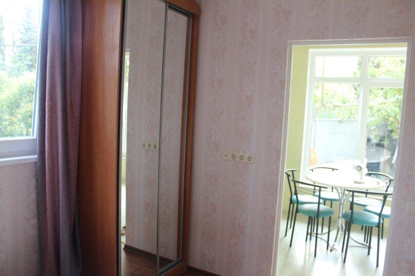 Первый этаж дома с двориком и гараж, 38 кв.м. на 4 человека, 2 спальни, улица Спендиарова, 14, Ялта - Фотография 10